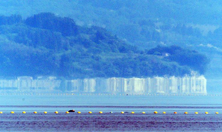 伸び上がって見える大境漁港周辺=26日午前9時10分ごろ、愛甲喜一郎さん撮影