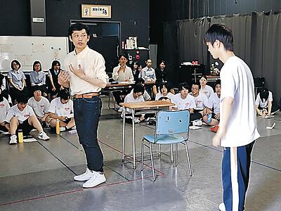 演技を指導 無名塾俳優が七尾東雲高訪問