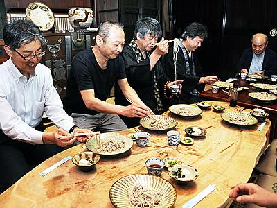 アシツキそば 利賀の名産に 城端・大福寺で試食会
