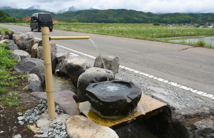一本ザワラ水源の余り水の給水所