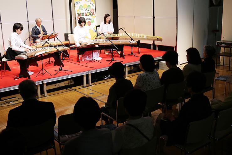 ユニークベニュー事業の第1回公演で演奏を披露する出演者