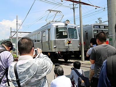 「湯たんぽ」の姿カメラに 上田電鉄が撮影会