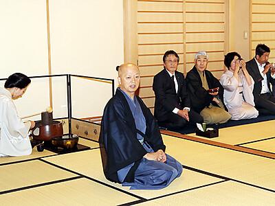 名品で20周年のもてなし 北日本となみ野茶会
