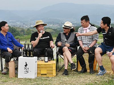 東御のコメでうまい酒を 堀江貴文さんが田植え