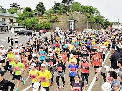 城下町3507人疾走 坂井・古城マラソン