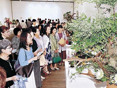 総合花展金沢展幕開け 金沢21世紀美術館