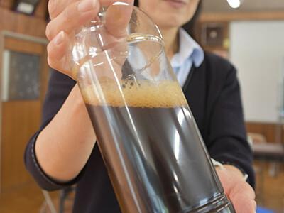 柿の果実酒、赤ワインのよう 喬木で商品化へ試験醸造