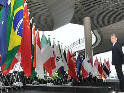 G20閣僚ら出迎え、国旗準備OK 軽井沢駅前、折り鶴も