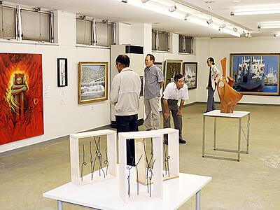 絵画や彫刻54点 大沢野で郷土作家展