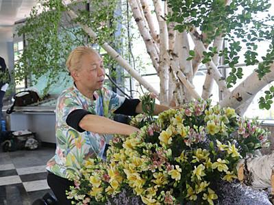G20歓迎、軽井沢駅に信州の彩り 假屋崎さんがモニュメント