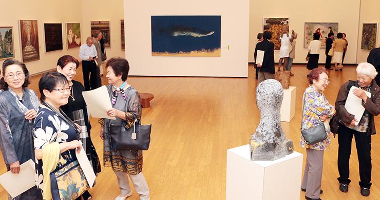 意欲作が並ぶとなみ野美術展=砺波市美術館