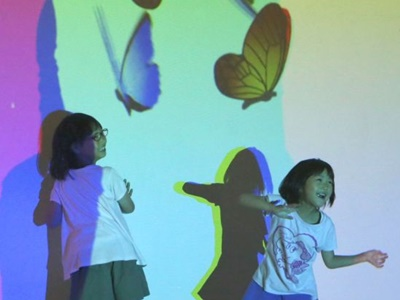 新たな光の冒険に「魔法の美術館」開幕 新潟・新津美術館