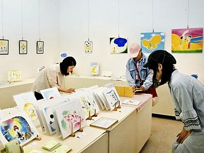 ひらたゆうこさんの作品展「みずたまり」  絵本や色紙など100点