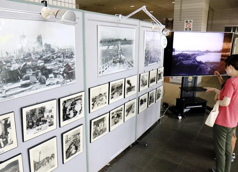 71年前の福井地震の被害を伝える写真や映像=6月21日、福井市防災センター