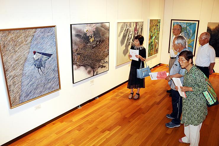 市民の力作がそろう高岡市民美術展=市美術館
