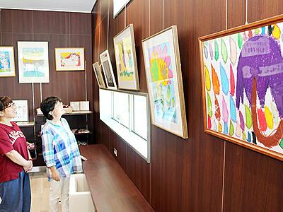 石動駅に障害者アート 「アール・ブリュット」の絵