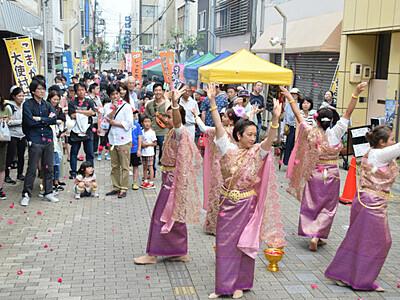舞踊・楽器、国際交流の幅広げ 駒ケ根「大使村まつり」