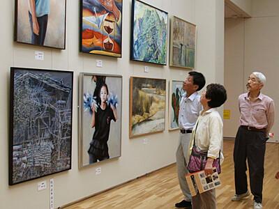 県美術展、松本に力作679点 29日は高校生が学芸員