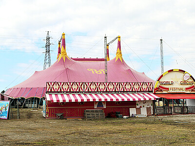 ポップサーカス特設テントお目見え 富山市下飯野