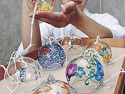 「夏詣」の風鈴飾る 金沢・石浦神社