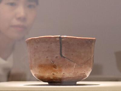 光悦の「赤楽茶碗銘障子」初公開 諏訪で国宝と共に
