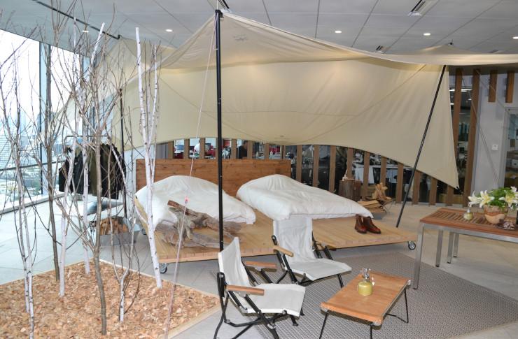 発表会の会場に再現したテント客室