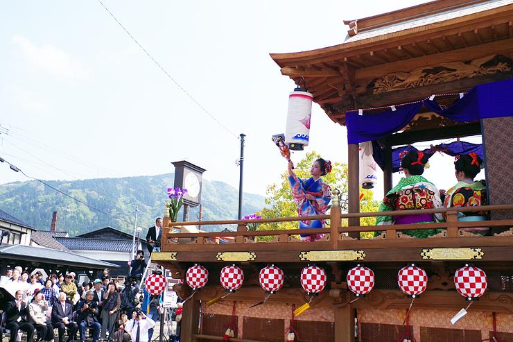 今年のよいやさ祭りで披露された踊り屋体。夏の陣では、他の四つの屋体も展示される