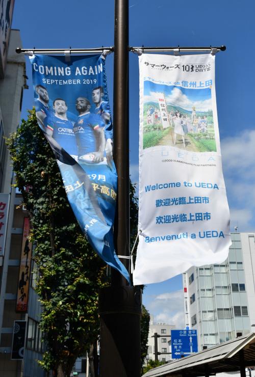 中心市街地ののぼり旗は外国語でも歓迎