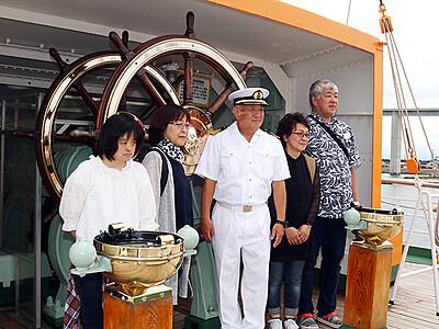 海王丸船長と記念撮影 射水でパークフェス