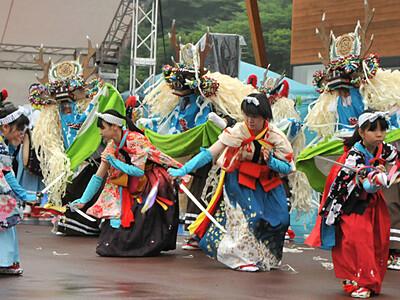 軽井沢で伝統芸能共演 発地市庭で夏祭り