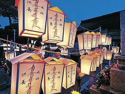 送り盆、箱キリコに灯 金沢・蓮覚寺
