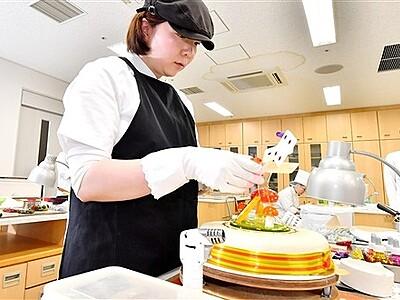 福井県洋菓子技術コンテスト 柴田さんが知事賞
