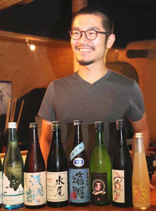 全国の酒蔵を巡る旅で県内を訪れている立川さん。各地の水や気候を生かした地酒を味わい「こんな幸せはない」と楽しんでいる