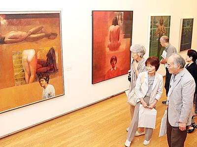 創作の軌跡たどる 柳田邦男展が開幕、砺波市美術館