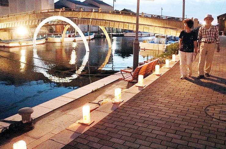 内川沿いに並べられた灯籠や橋に設置されたイルミネーション