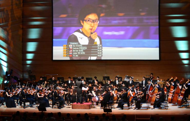 過去の五輪映像とオーケストラが「共演」したオリンピックコンサート