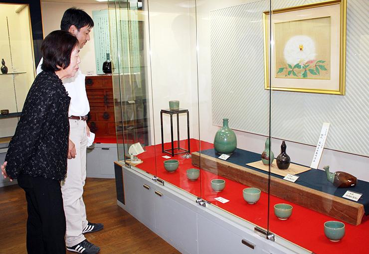 小杉焼の名品が並ぶ常設展示場