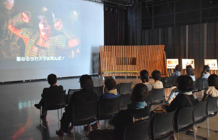 過去のオペラ映像などを日替わりで上映するフィルムコンサート