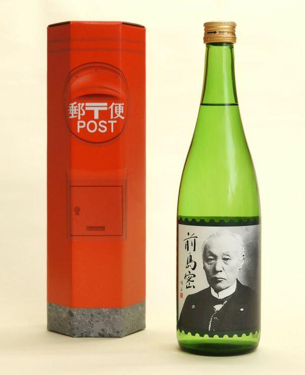 前島密の肖像をラベルに使用した日本酒とポスト型の化粧箱