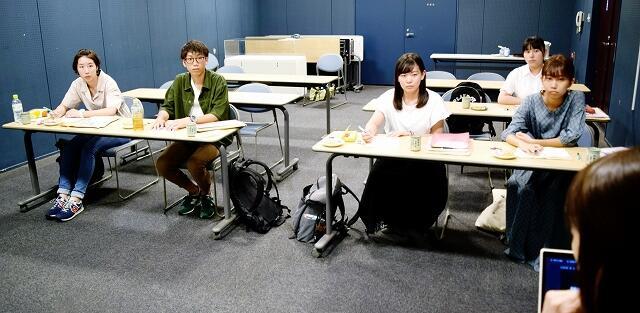 「食の学校」インターンシップに参加し、小浜市のまちづくりについて学ぶ大学生たち=14日、小浜市食文化館