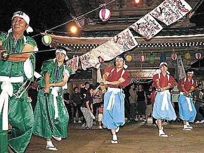調べに乗せ伝統の踊り 二俣いやさか、本泉寺で250人