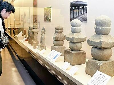 笏谷石と暮らしに焦点 朝倉氏資料館で日本遺産認定記念展