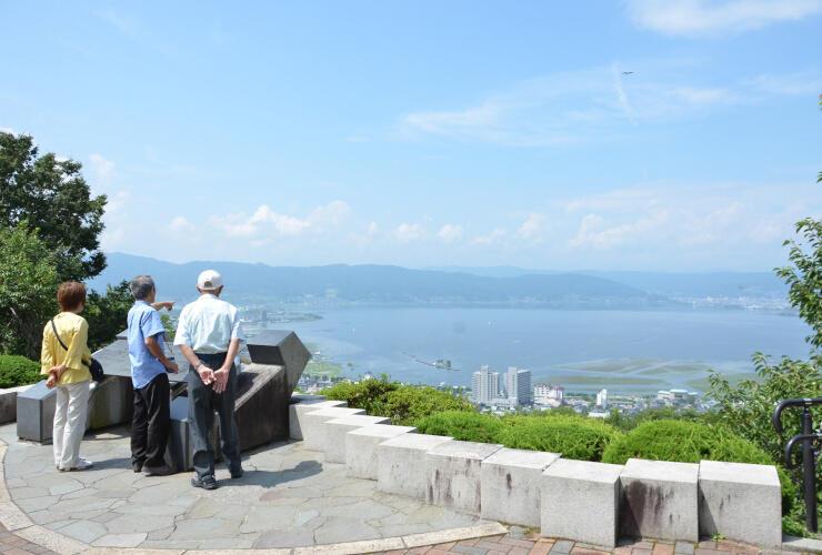 諏訪湖を一望できる諏訪市の立石公園