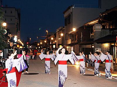 風情ある町並み散策 高岡・山町筋土蔵造りフェスタ開幕