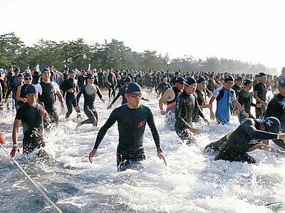 鉄人、里山里海駆ける 珠洲でトライアスロン大会