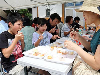 世界の料理「おいしい」 いなみ国際木彫刻キャンプ