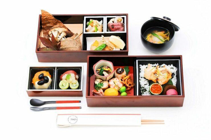 「海里」の車内で11月に提供する鍋茶屋の食事(JR東日本新潟支社提供)