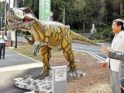迫力ティラノサウルス、誘客に一役 寄贈の恐竜像設置 福井・勝山