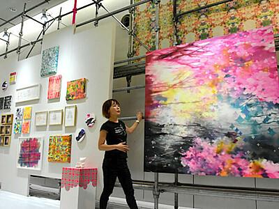 越ちひろさん、挑戦のアート 大規模個展