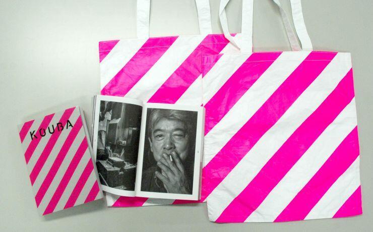 参加拠点などを紹介した「燕三条 工場の祭典」の公式本。オリジナルトートバッグ付きで販売する
